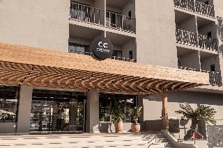 este hotel est situado en la zona de ubalneario u en la playa de palma a solo m de la amplia playa de arena y el animado paseo martimo