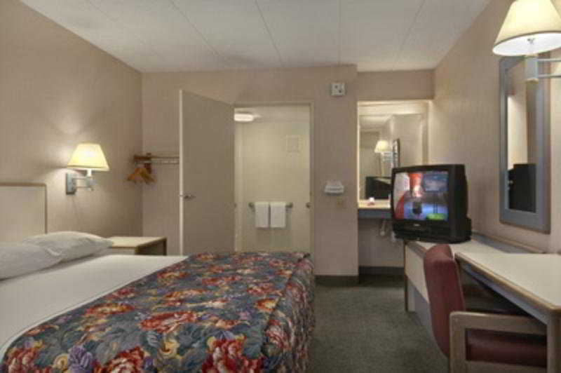 Captivating Hotel Red Roof Inn Elkhart Indiana   Indianapolis Suburbs   Indianapolis    IN | Hotelopia