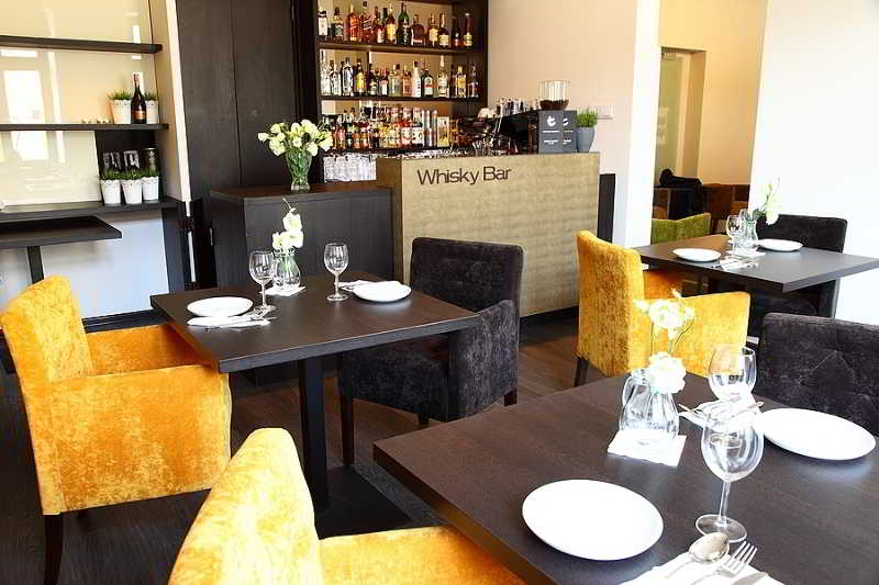 the wall street restaurant lodz