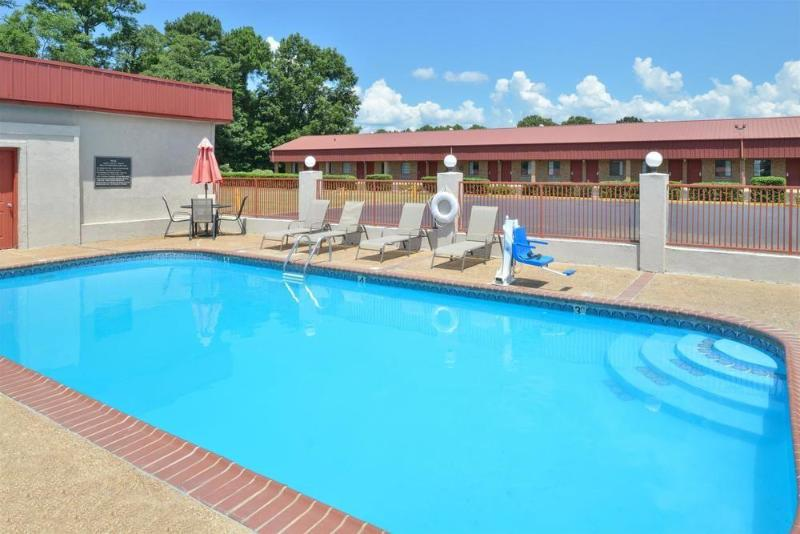 Hotel Americas Best Value Inn Limited Batesville Ms Hotelopia